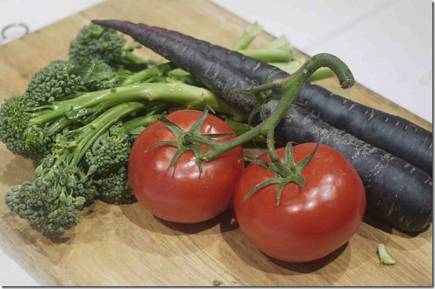 Broccolini, tomatoes and purple carrots