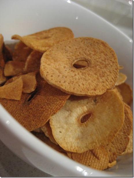 Golden garlic chips