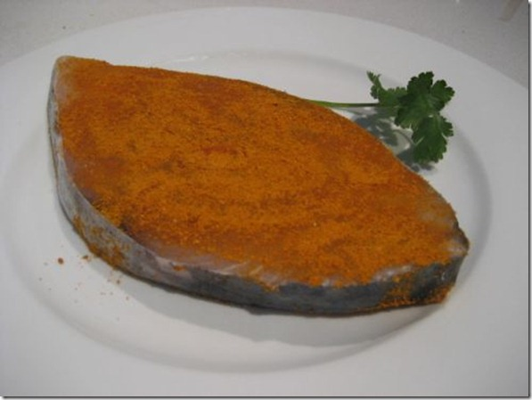 Coat mackerel cutlet with salt, tumeric and curry powder