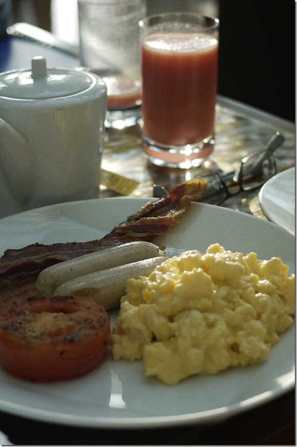 Scramble eggs, crispy bacon, chicken sausages, coffee and tomato juice