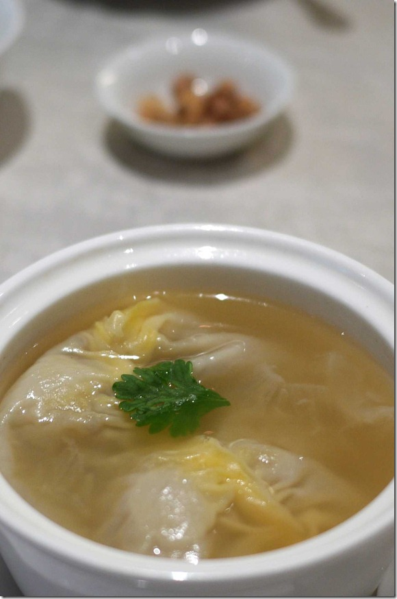 Shark's fin dumpling in superior broth