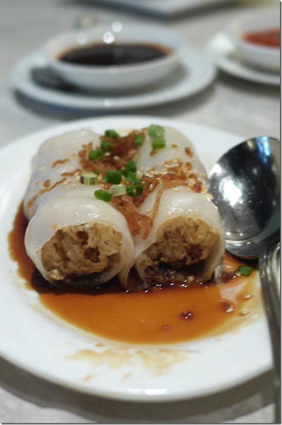 Crispy vegetarian rice roll RM9.80