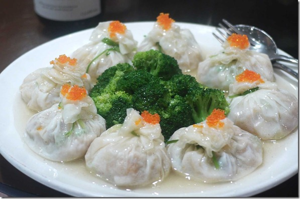 Special dumpling with tobiko and broccoli