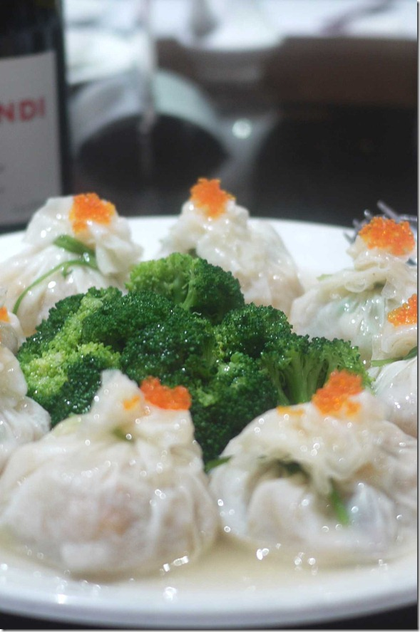 Special dumpling with tobiko and broccolli