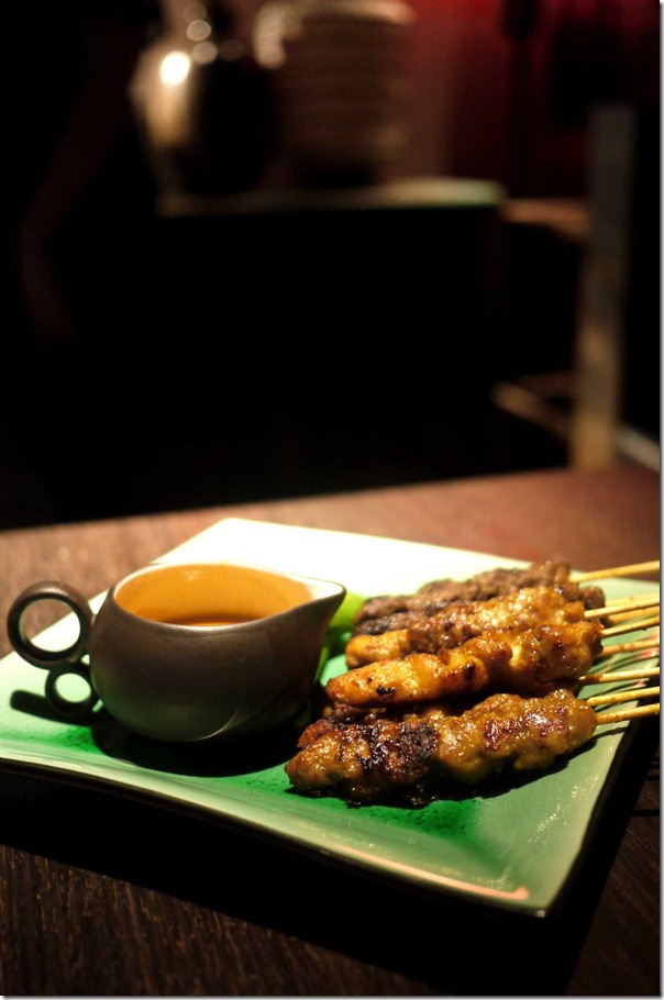 Chicken satays with spicy peanut sauce