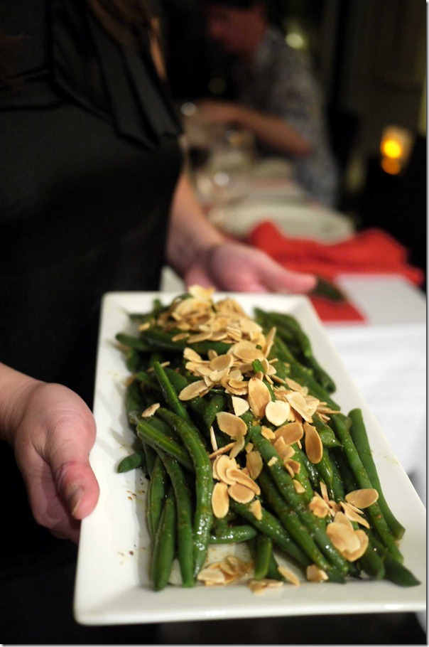 French beans with balsamic dressing and roasted almond flakes