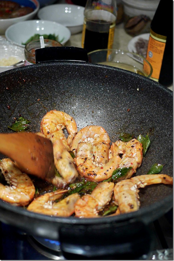 Molly's king prawns with chilli and curry leaves