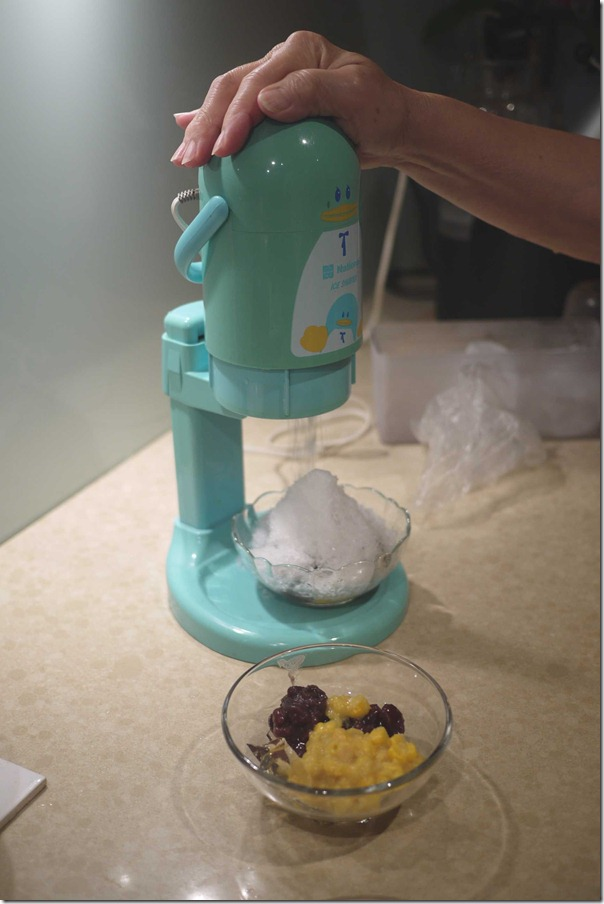 Ice-shaver that makes the finest shavings