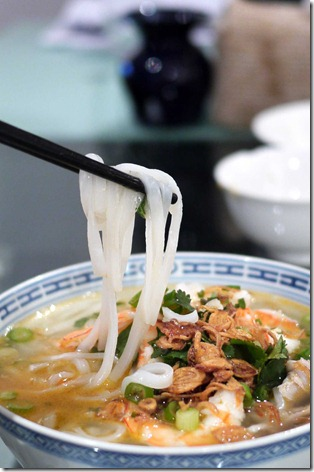 Ipoh hor fun or rice noodles with chicken and prawns