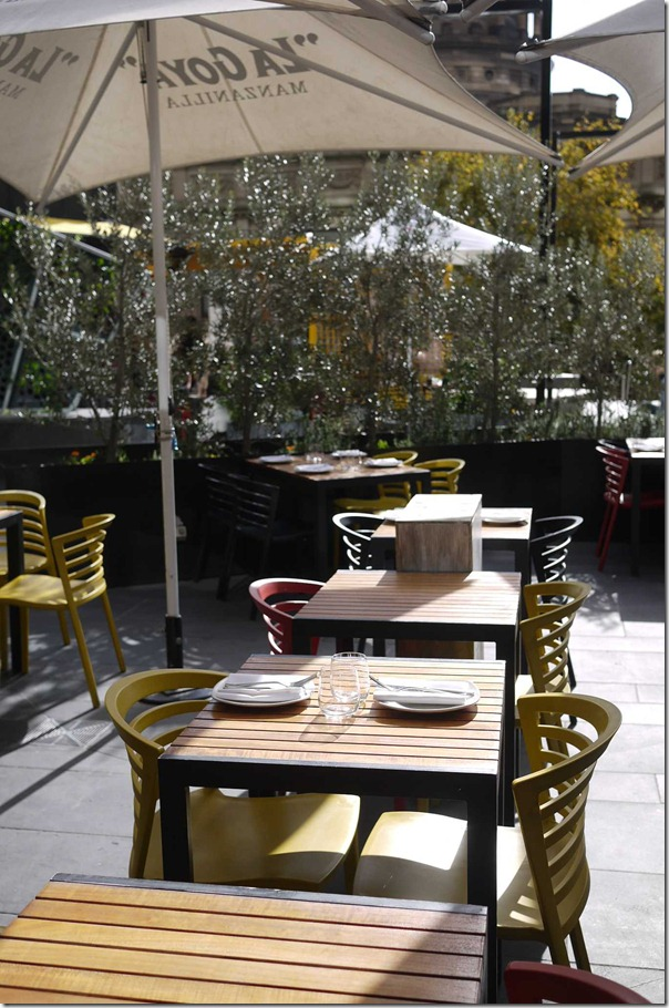 Al fresco dining at Movida Aqui, Melbourne