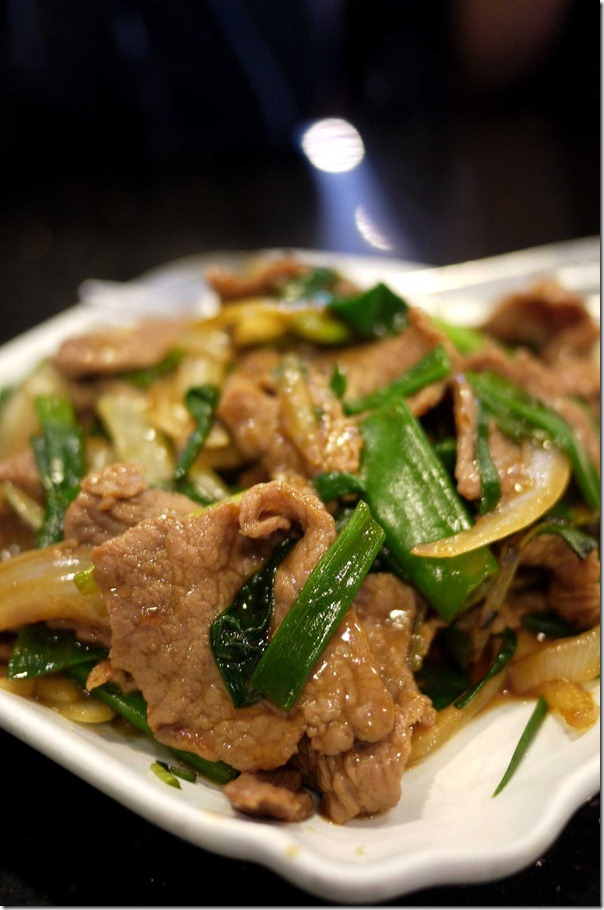 Stir fried beef with ginger and shallots $13.80