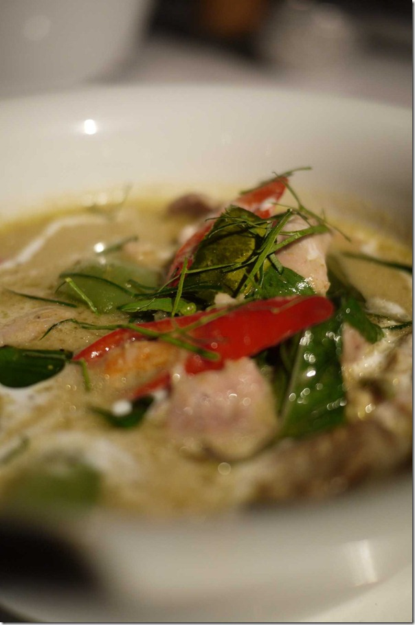 Gaeng Keaw Gai: green curry of chicken with apple eggplant, kaffir leaves and basil $16