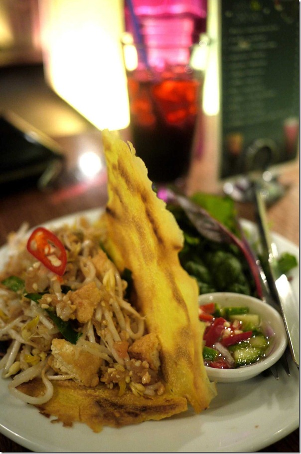 Kanom Beaung Yourn Crispy crepe with shredded prawn and coconut $9.50