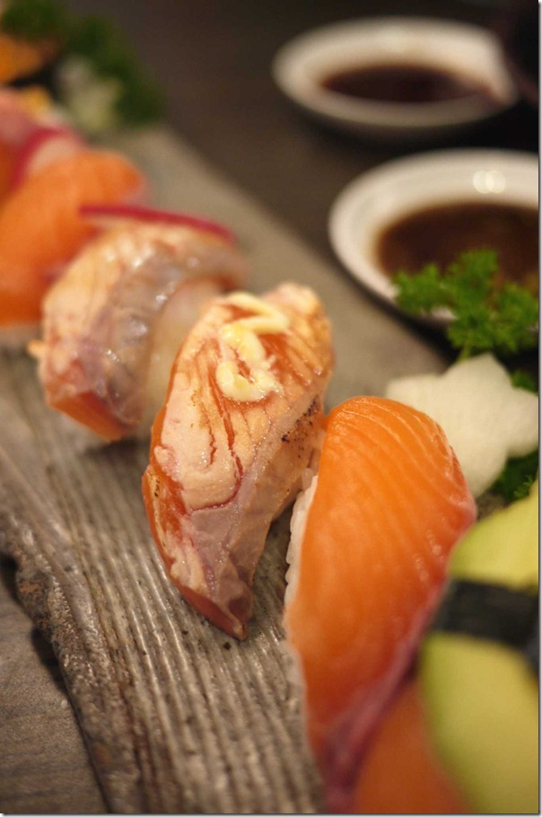Torch-grilled salmon sushi in Special salmon sushi set