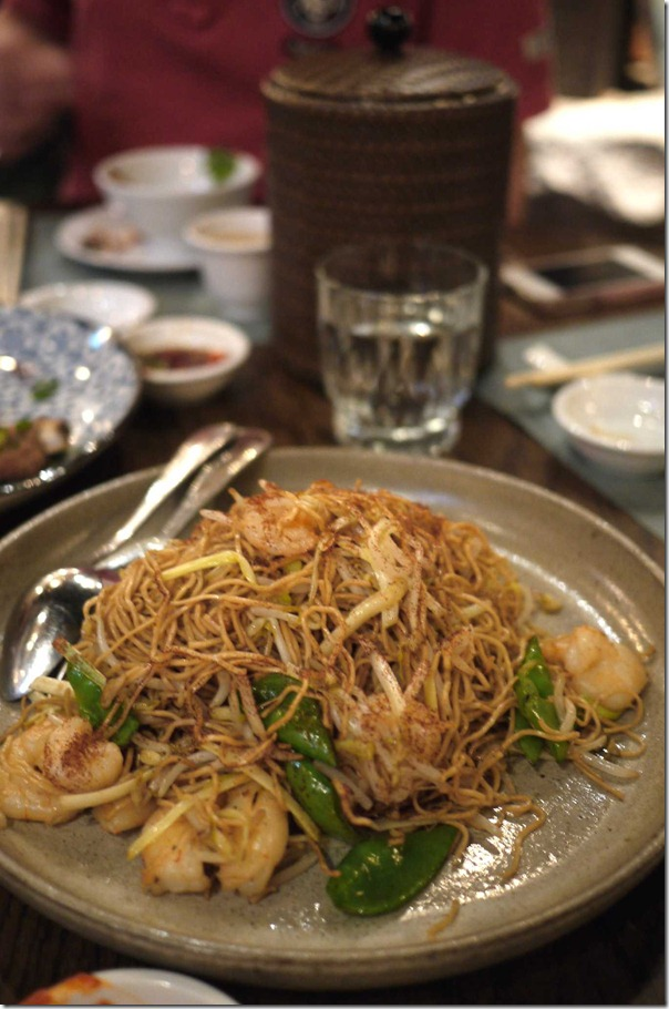 Stir fried egg noodles with king prawn and prawn roe (Large $26)