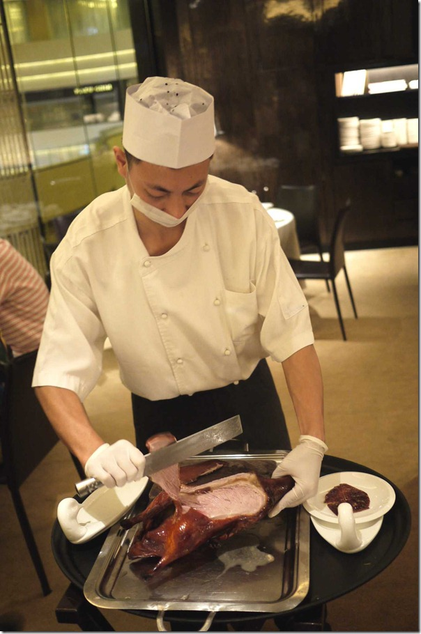 Chef slicing Peking duck
