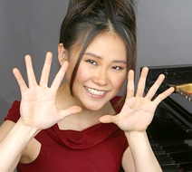 Yuja Wang ~ diminutive pianist with large hands