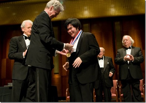 Nobuyuki Tsujii receiving his gold medal from the late Van Cliburn