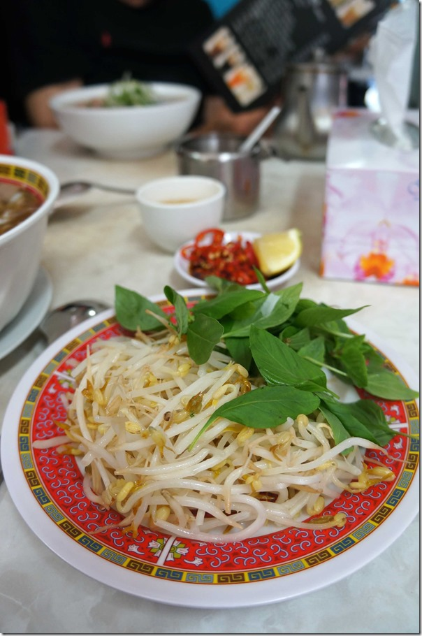 Blanched beansprouts and mint leaves