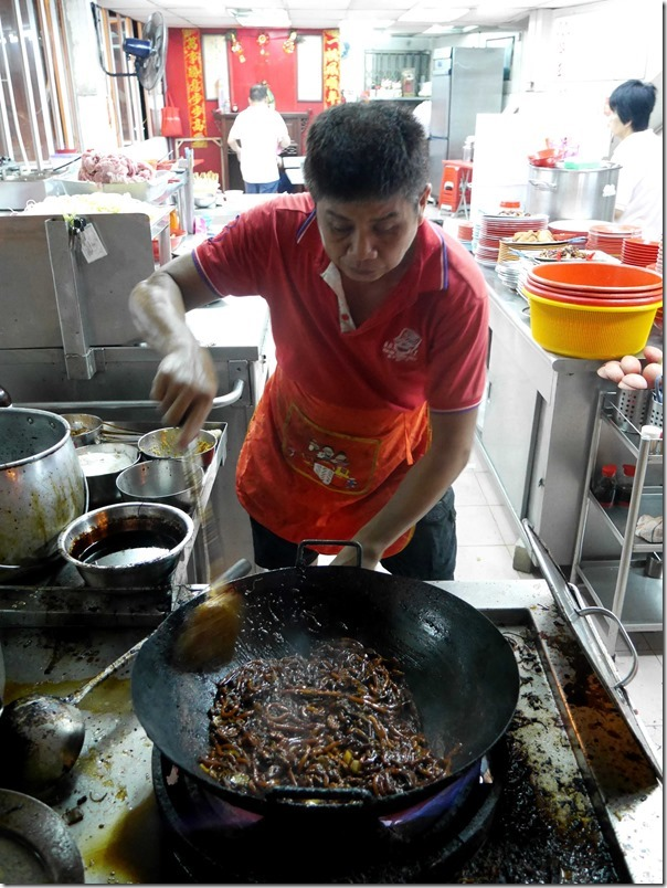 Chef frying up hokkien mee