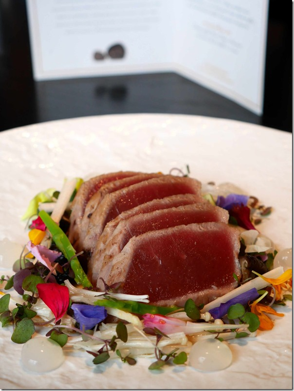 Maguro Tataki Seared tuna, carbonized leek aioli, pickled mushrooms, asparagus, smoked ponzu $28