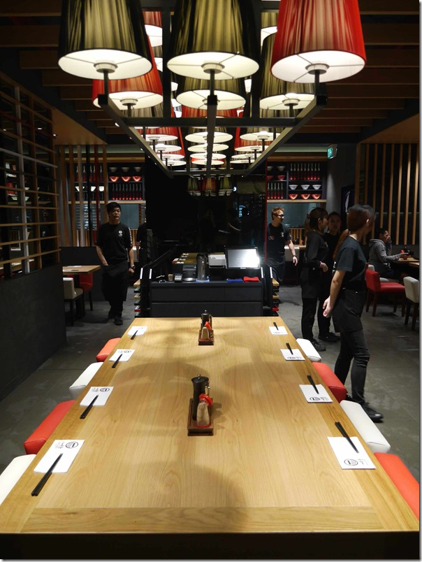 Communal dining table at IPPUDO Central Park