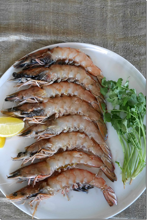 Yamba king prawns shelled on top side