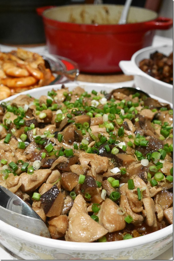 Lo mai kai ~ glutinous rice with chicken and Chinese mushrooms