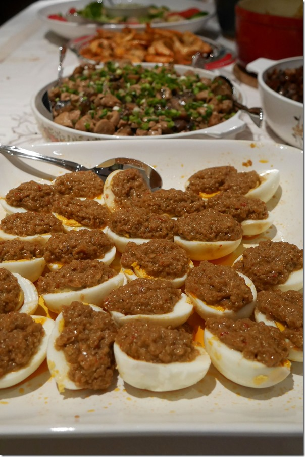 Boiled eggs with satay sauce