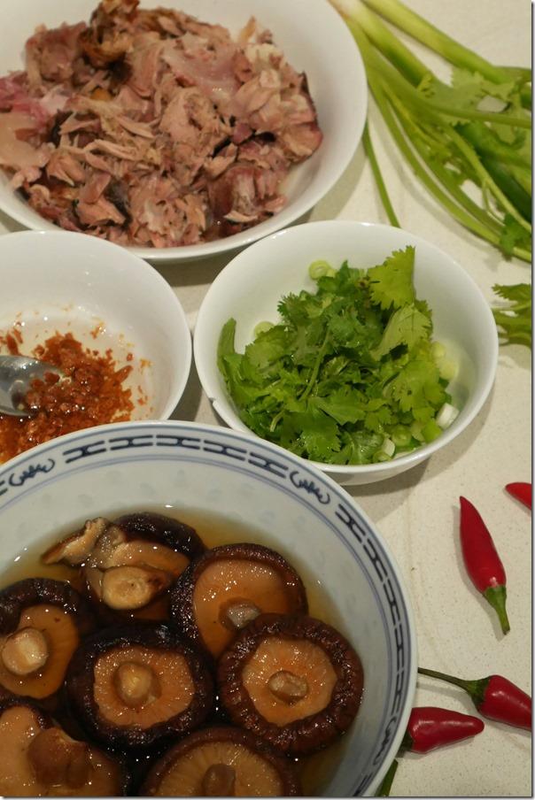 Suckling pig meat, coriander and shallots, Chinese shitake mushroom and crispy garlic
