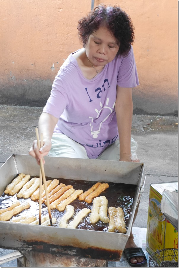 Deep frying youtiao or bread sticks, Imbi Market