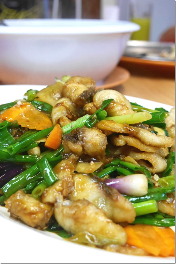 Stir-fried snake fish with ginger and shallots