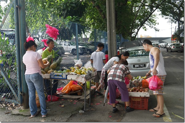 Roadside fruit and vegetable vendor, Imbi Market