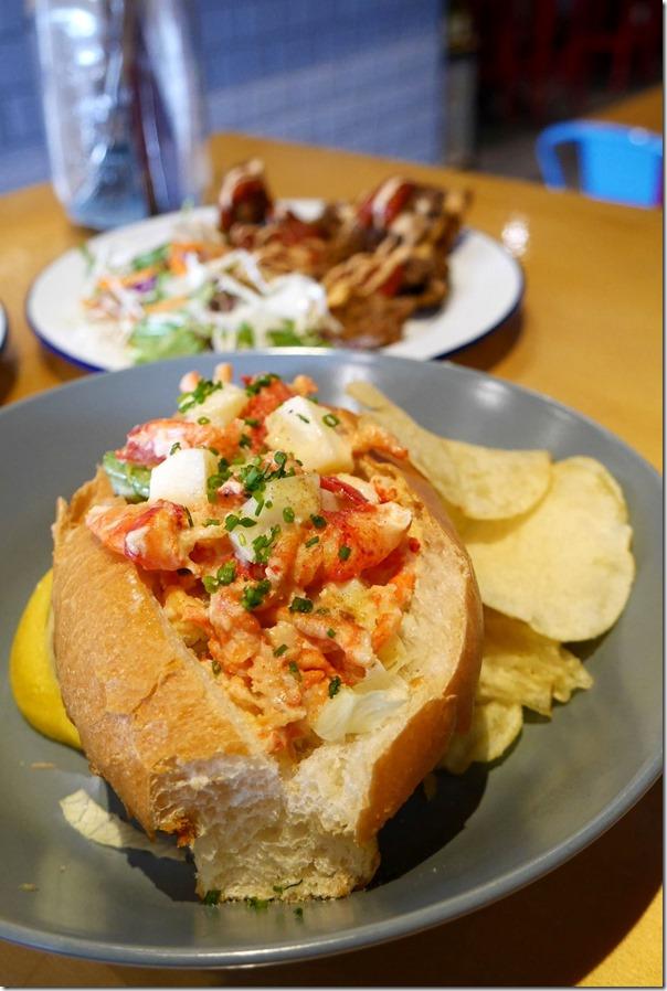 Lobster roll $20