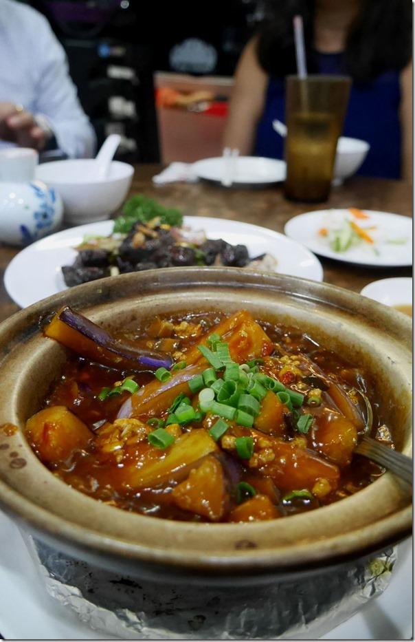 Eggplant mince pork hot pot $S12