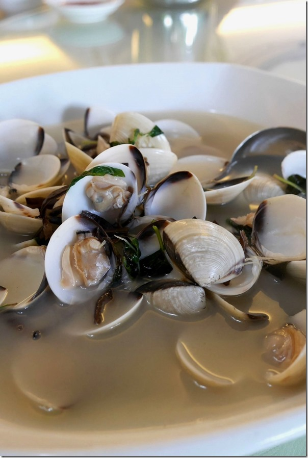 Lala clams with Chinese rice wine S$25