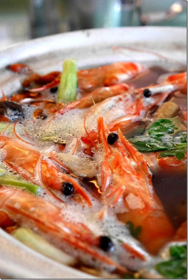 Drunken prawns in Chinese wine broth (Seasonal price)
