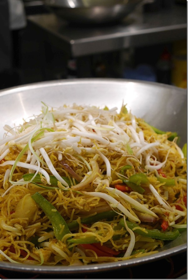 Singapore style fried noodles