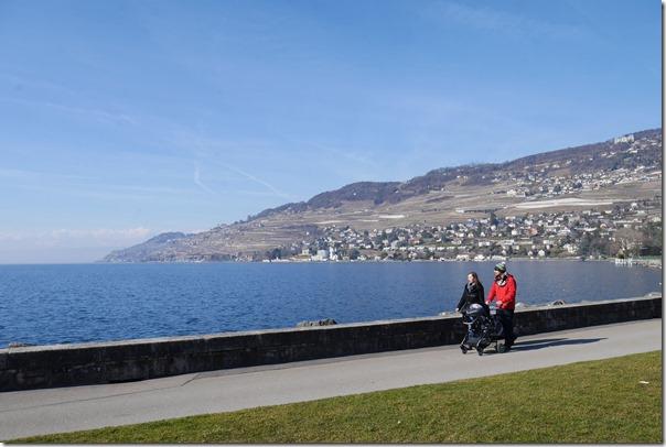 Quai Perdonnet walk along Lake Geneva