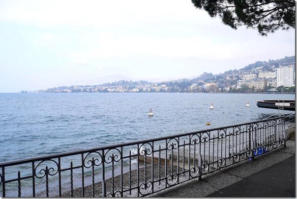 View of Lake Geneva along Quai des Fleurs
