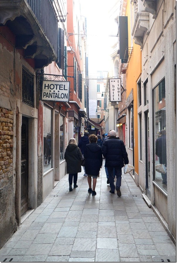Narrow walkways with shops, cafes and hotels