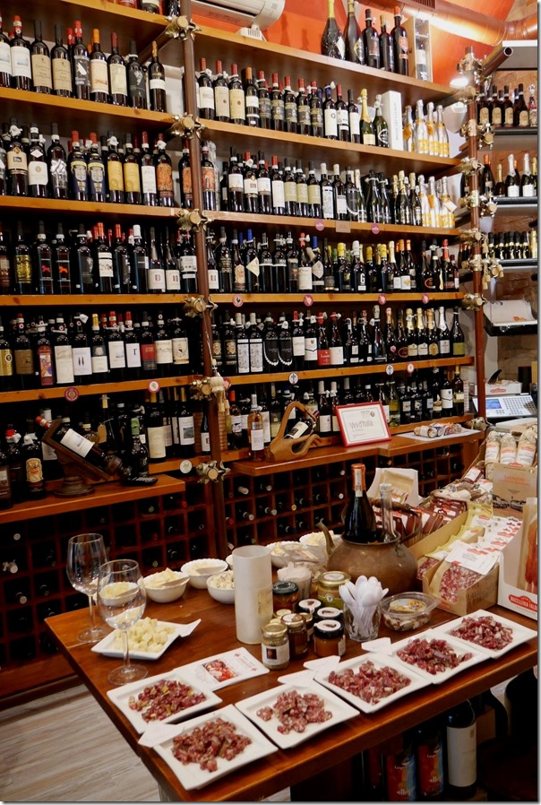 Tuscan wines, olives, cheeses and salumi