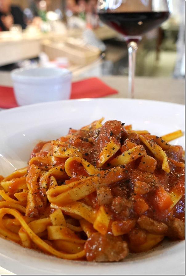 Tagliatelle con bolognese di Chianina al coltello €14 / A$19.60