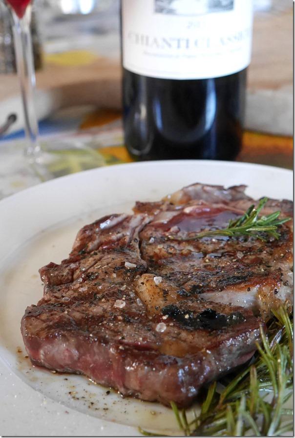 Resting the rib-eye steak for 10 minutes