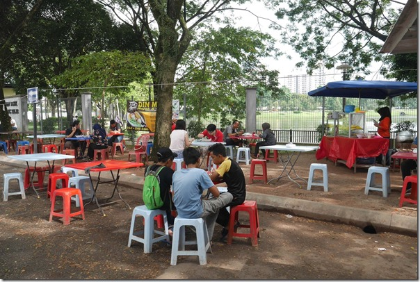 Diners tucking into rojak and cendol next to Taman Tasik Ampang Hilir